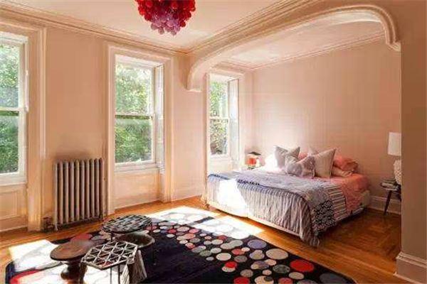 在卧室门颜色风水选择上多偏白色,金色,银色为主,对你的财运,身体皆