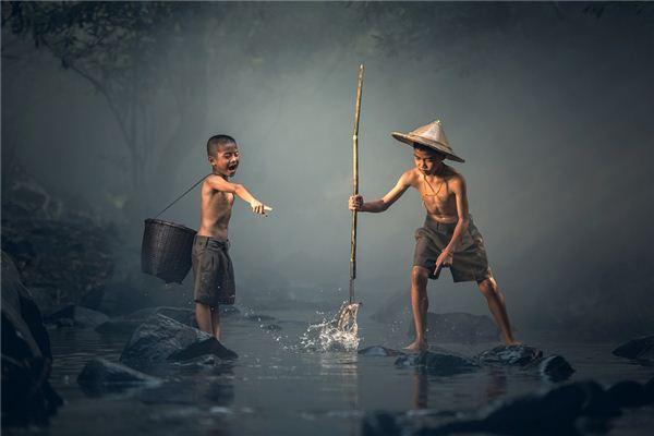 梦见别人抓鱼有什么说法